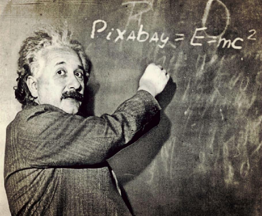 讲课时的爱因斯坦