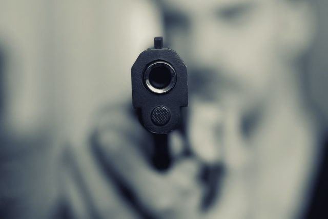 英国克罗伊登枪击事件:警察在拘留中心被枪杀