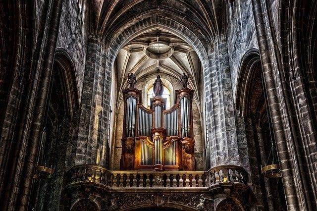 英国圣三一教堂里的管风琴面临教堂改建而有被拆除的危机,近日在马耳他的保拉进行修复和安装后,将入住于保拉的基督王大教堂。(图片来源:pixabay)